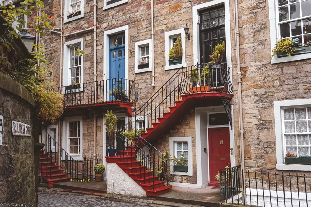 Adorable homes in Edinburgh's city center, one of many you'll come across when exploring the closes.