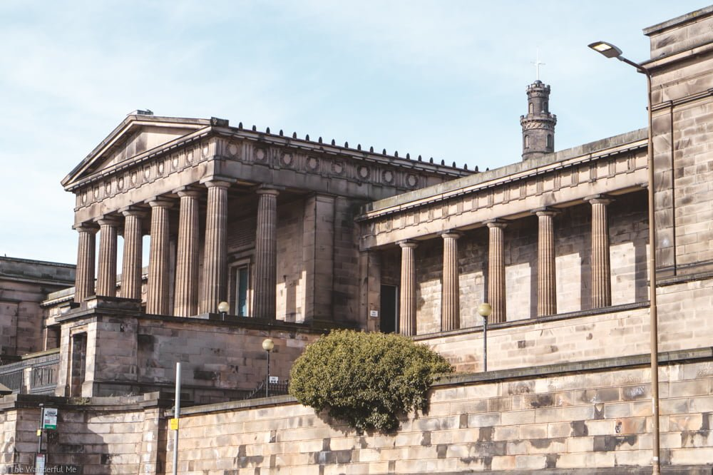 The Scottish National Gallery building, standing tall in all its neoclassical beauty.