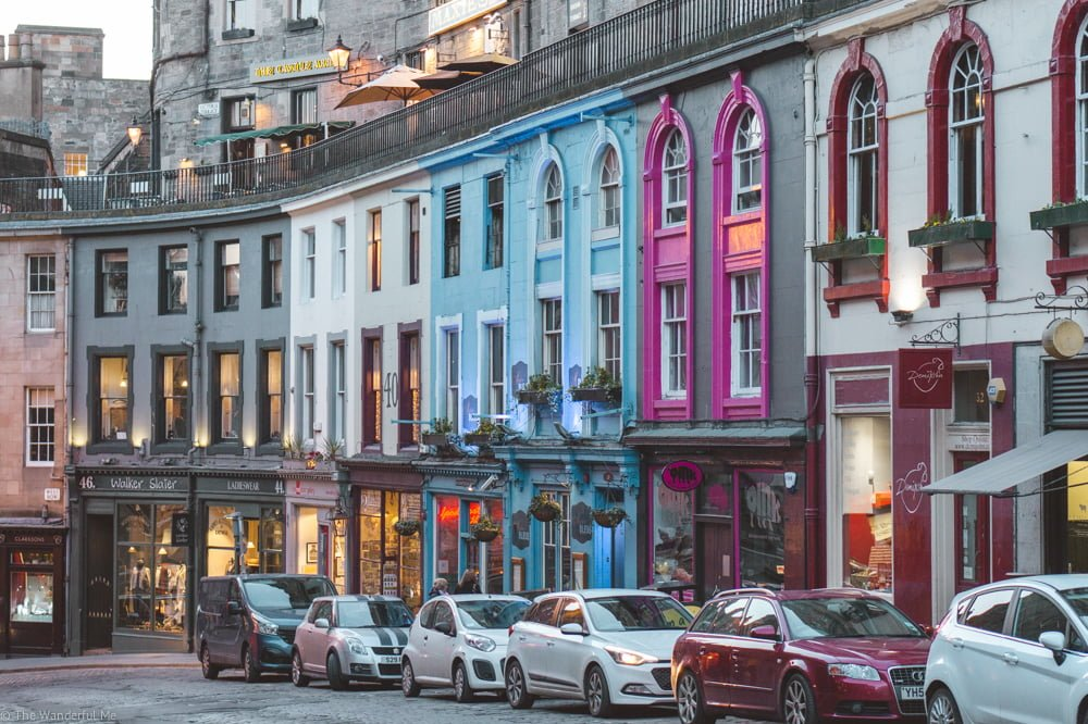 Victoria Street displays colorful and eccentric homes, making it one of the most photographed streets in Scotland.