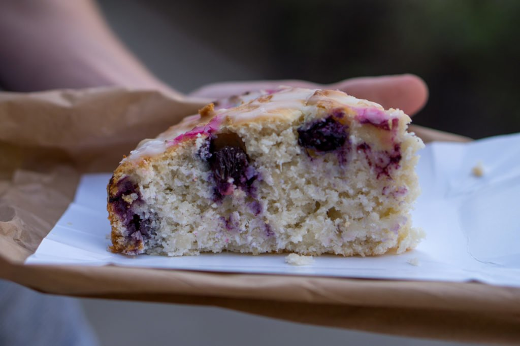 Vegan lemon and blueberry cake. • Vegan in Warsaw: 10 Vegan Restaurants You Can't Miss!