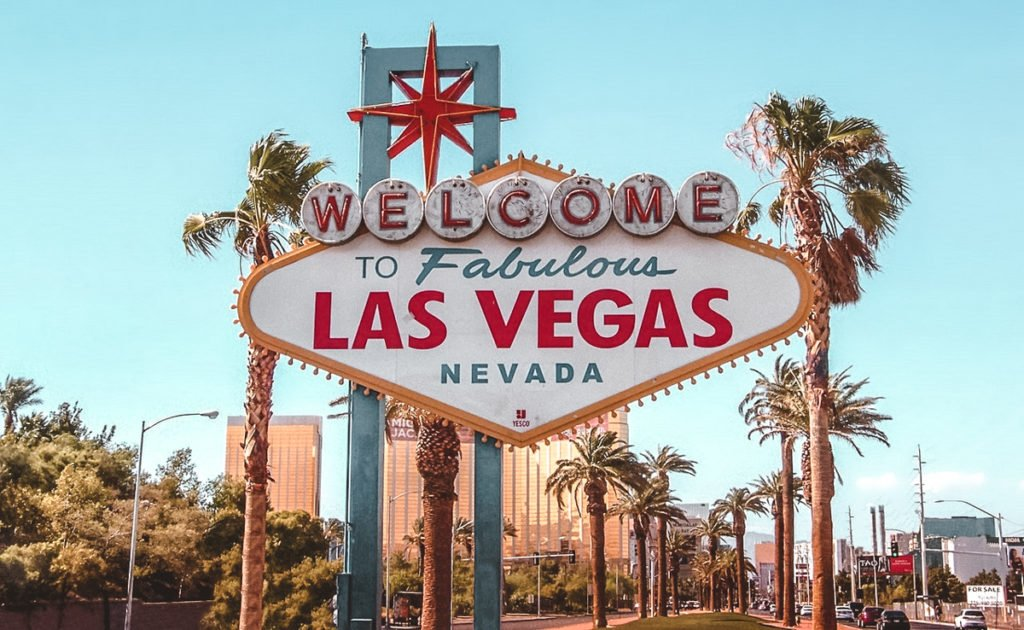 Las Vegas sign. •The Ultimate 1-Month USA West Coast Road Trip Itinerary