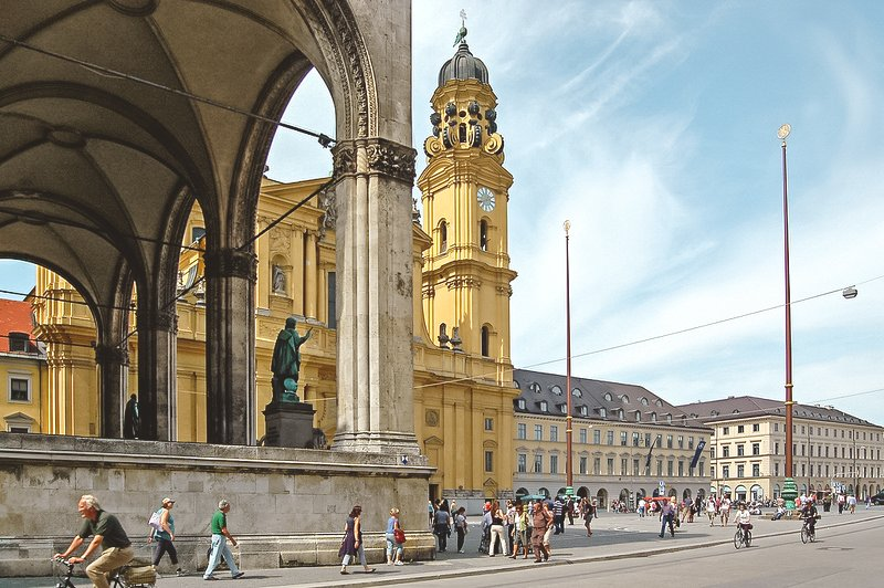 Odeonsplatz and Feldherrnhalle • Best Attractions and Things to Do in Munich in One Day