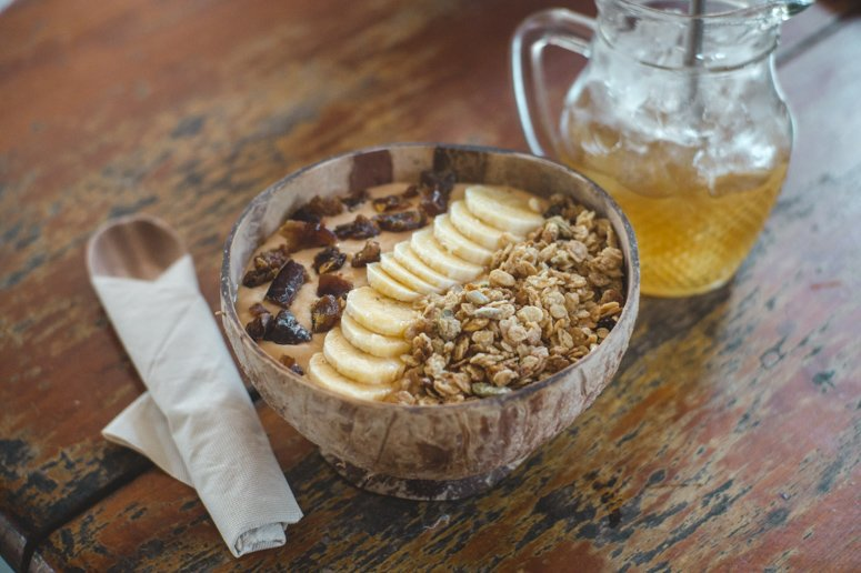 Bom Bowls is one of the best vegan restaurants in Pai serving up delicious, creamy smoothie bowls!