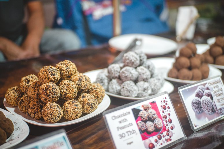 The chocolate balls at Enjoy Chocolate, a small stand in the Pai night market, has numerous vegan chocolate balls to fall in love with!