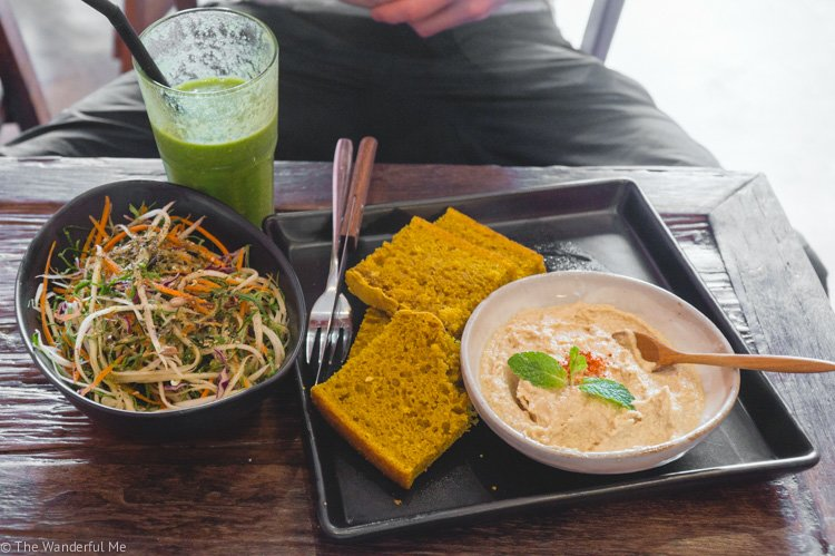 A yummy plant-based platter of vegan raw noodles, hummus, and fresh bread from Kunda Vegan Vegetarian in Chiang Rai, Thailand.