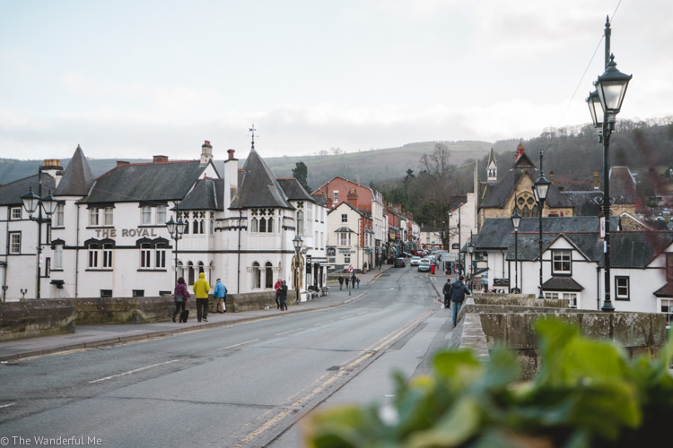 The adorable village of Llangollen, situated in the Welsh countryside, is a must visit place in Wales.